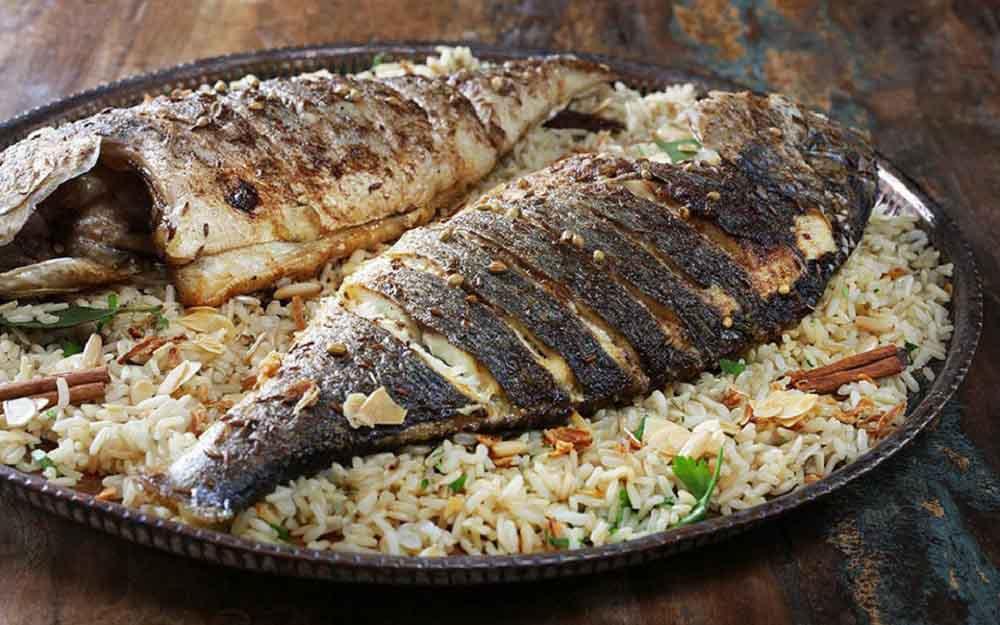 ماهی شکم پر با برنج