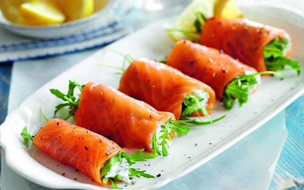 رول کردن ماهی سالمون